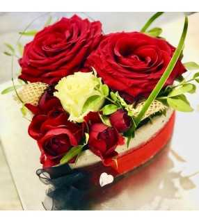 """Composition Coeur Roses Rouges gros boutons et roses branchues """"Be my Valentine"""". AnyFleurs.fr"""
