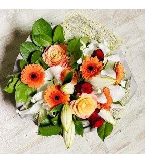 """Bouquet Belles de Mai avec roses rouges et orange gros boutons .""""Belles de Mai"""". Any Fleurs"""