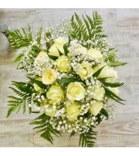 """Bouquet de Roses Blanches """"Reine des neiges"""". Bouquet rond de 20 à 25 roses blanches et gypsophile. AnyFleurs.fr"""