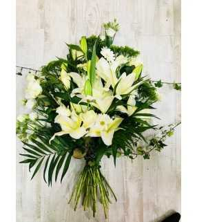 """Gerbe Main Blanche """"Une attention"""". AnyFleurs.fr"""