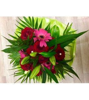 "Bouquet Roses Rouges "" Mon Amour"" avec germinis roses fuchsia. AnyFleurs.fr"