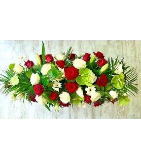 """Raquette Deuil avec roses rouges et blanches gros boutons""""Considération"""". AnyFleurs.fr"""