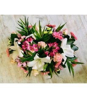 "Coussin Rose Blanc avec roses roses gros boutons ""Estime"". AnyFleurs.fr"